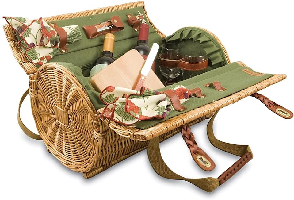 <p>The round shape of this <span>Picnic Time Verona Insulated Basket</span> ($100) makes it different and cool.</p>