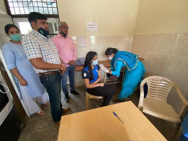 Shooter Manu Bhaker receives first dose of Covid-19 vaccine (Photo/ Manu Bhaker Twitter)