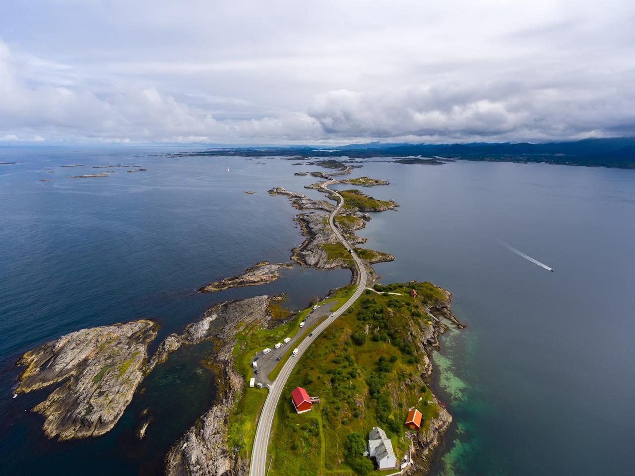 "Completed in 1989, the <strong>Atlantic Road</strong> is a 5.2-mile section of County Road 64 that runs through an archipelago in Eide and Averøy in Møre og Romsdal, Norway. The route is built on several small islands, which are connected by eight bridges.""/><figcaption>این جاده زیبا یا بسیار زیبا در نروژ است </figcaption></figure>    <figure class="