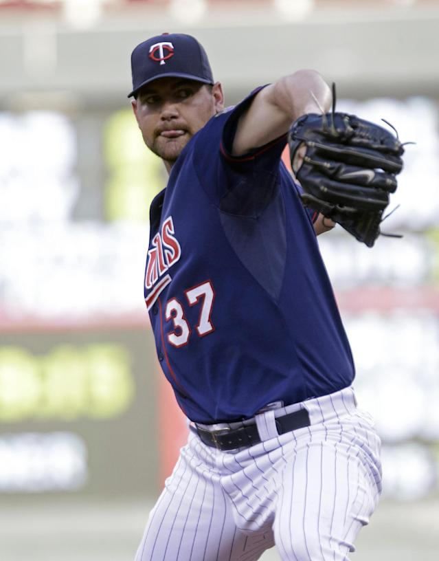 Minnesota Twins pitcher Mike Pelfrey throws against the Chicago White Sox in the first inning of a baseball game on Tuesday, June 18, 2013 in Minneapolis. (AP Photo/Jim Mone)
