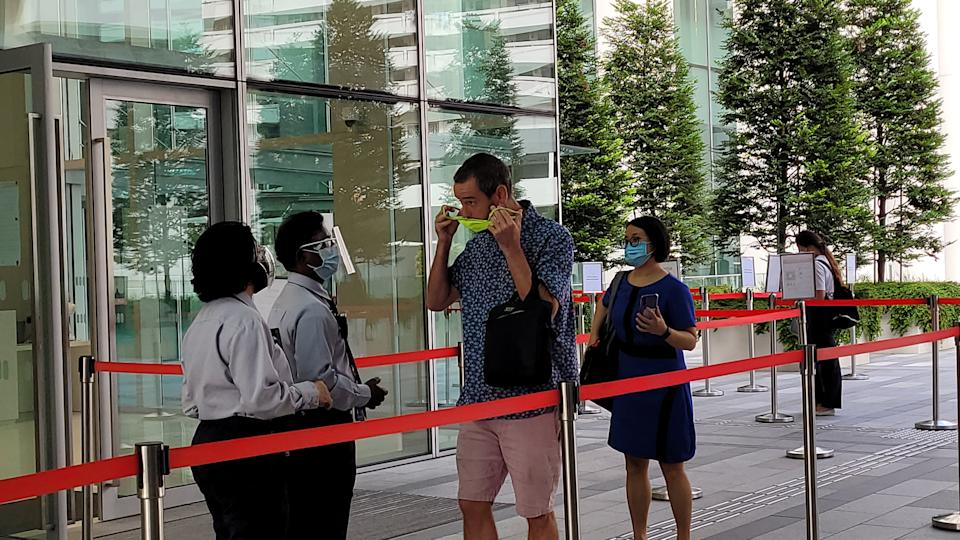 Benjamin Glynn entering the State Courts on 2 July 2021. (PHOTO: Yahoo News Singapore/Wan Ting Koh))