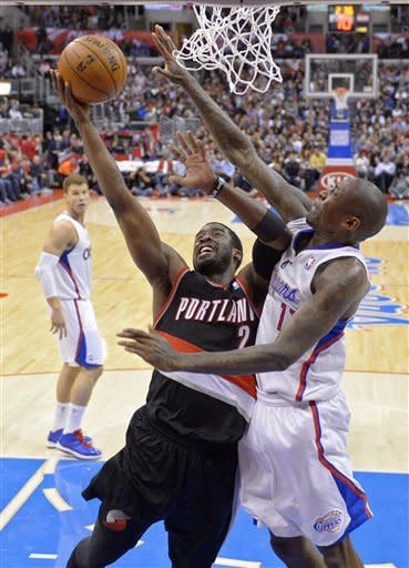 Portland Trail Blazers guard Wesley Matthews, left, puts up a shot as Los Angeles Clippers guard Jamal Crawford defends during the first half of an NBA basketball game, Sunday, Jan. 27, 2013, in Los Angeles. (AP Photo/Mark J. Terrill)