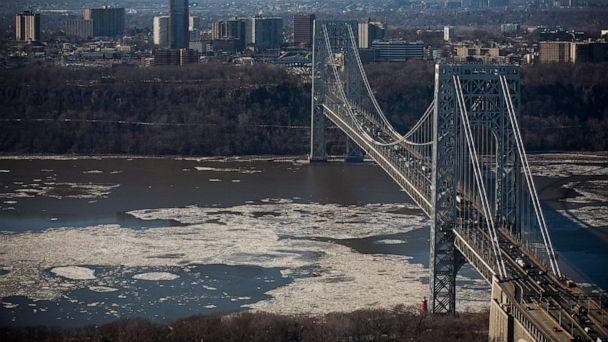PHOTO: The George Washington Bridge, which connects Fort Lee, NJ, and New York City, is seen, Jan. 9, 2014, in Fort Lee, New Jersey. (Andrew Burton/Getty Images)