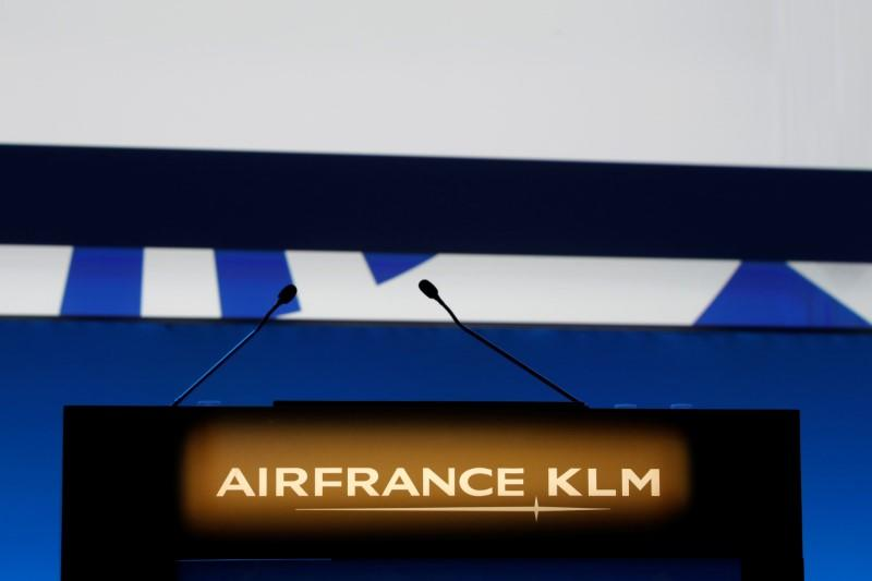 The Air France-KLM company logo is seen at the annual shareholder meeting in the La Defense business district in Puteaux, France, May 15, 2018. REUTERS/Philippe Wojazer