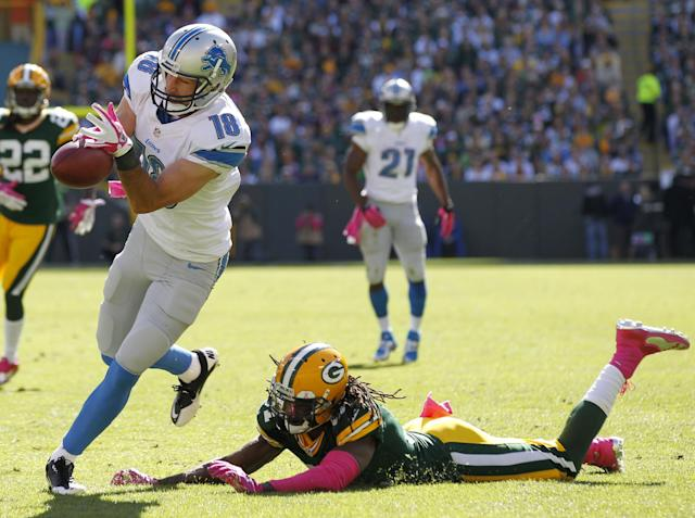 Detroit Lions' Kris Durham can't handle a pass in front of Green Bay Packers' Davon House during the first half of an NFL football game Sunday, Oct. 6, 2013, in Green Bay, Wis. (AP Photo/Mike Roemer)