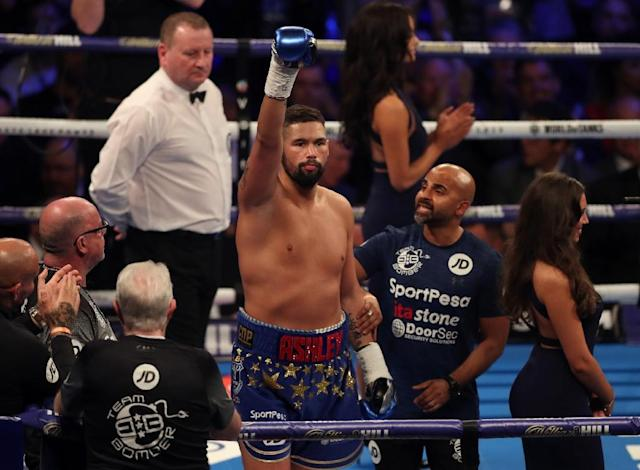 British boxer Tony Bellew (C, pictured May 2018) started brightly in the final fight of his career against Oleksandr Usyk but was ultimately left floored by a knockout blow (AFP Photo/Daniel LEAL-OLIVAS)