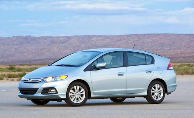 """<span><b>Winners (cont.)</b></span><b><a href=""""http://autos.yahoo.com/honda/insight/"""" data-ylk=""""slk:Honda Insight"""" class=""""link rapid-noclick-resp"""">Honda Insight</a></b><br>EPA: 42 mpg combined<br>Real world: 43-46 mpg<br><br>Another much maligned Honda, the Insight seems able to beat its official 42 mpg figure by as much as 10 percent. 2012's sample of 48 cars is faring best, with up to 46.4 mpg on average. Figures well into the 50s aren't uncommon for individual users, and only a handful are doing less than 38 mpg--the Insight really does punch above its weight. It's also one of the cheapest hybrids on sale, and it represents a good way of getting high mileage for less money."""