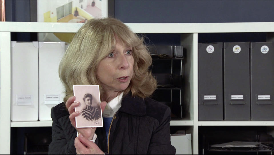 FROM ITV  STRICT EMBARGO- No Use Before  Tuesday 19th January 2021  Coronation Street - Ep 10231  Monday 25th January 2021 - 1st Ep  A loose photo flutters to the floor. Gail Rodwell [HELEN WORTH] picks it up and is bemused to see a picture of a lady called Fanny.  Picture contact David.crook@itv.com   This photograph is (C) ITV Plc and can only be reproduced for editorial purposes directly in connection with the programme or event mentioned above, or ITV plc. Once made available by ITV plc Picture Desk, this photograph can be reproduced once only up until the transmission [TX] date and no reproduction fee will be charged. Any subsequent usage may incur a fee. This photograph must not be manipulated [excluding basic cropping] in a manner which alters the visual appearance of the person photographed deemed detrimental or inappropriate by ITV plc Picture Desk. This photograph must not be syndicated to any other company, publication or website, or permanently archived, without the express written permission of ITV Picture Desk. Full Terms and conditions are available on  www.itv.com/presscentre/itvpictures/terms