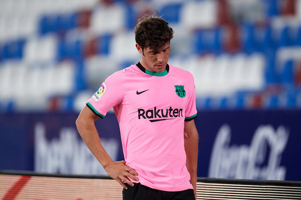 VALENCIA, SPAIN - MAY 11: Sergi Roberto of FC Barcelona looks dejected after being substituted during the La Liga Santander match between Levante UD and FC Barcelona at Ciutat de Valencia Stadium on May 11, 2021 in Valencia, Spain. Sporting stadiums around Spain remain under strict restrictions due to the Coronavirus Pandemic as Government social distancing laws prohibit fans inside venues resulting in games being played behind closed doors. (Photo by Alex Caparros/Getty Images)