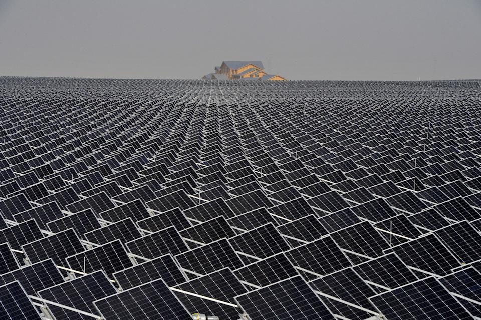 Solar panels are seen in Yinchuan, Hui Autonomous Region of Ningxia, China on April 18, 2017. Photo taken on April 18, 2017. REUTERS / Stringer ATTENTION EDITORS - THIS IMAGE HAS BEEN PROVIDED BY A THIRD PARTY.  EDITORIAL USE ONLY.  IN CHINA.  NO COMMERCIAL OR EDITORIAL SALE IN CHINA.  TPX IMAGES OF THE DAY