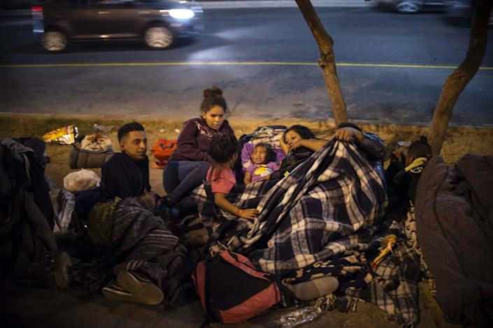 Central American migrants in caravan — made up mostly of Hondurans — who are traveling to the U.S. rest in a Mexicali, Baja California State, Mexico, park on Tuesday. (Photo: by Pedro Pardo/AFP/Getty Images)
