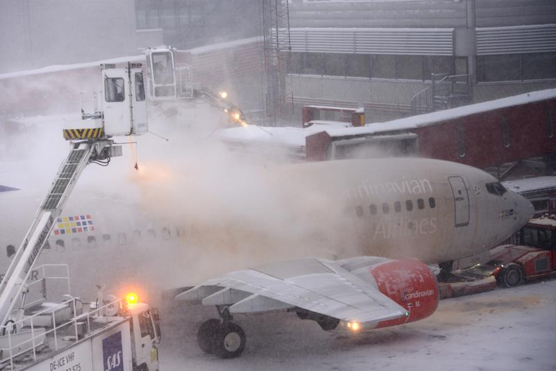 Blizzard halts traffic at Sweden's main airport