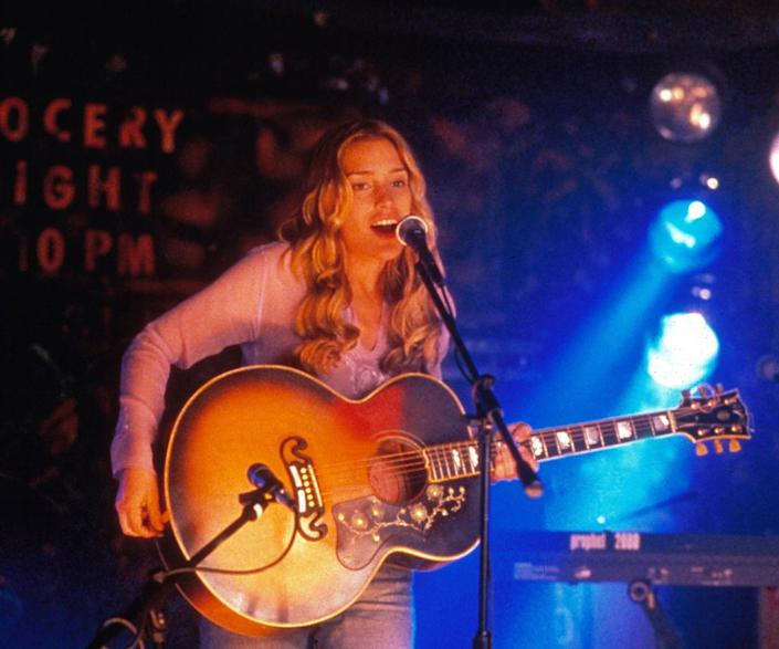 An Ode To Coyote Ugly The Ultimate 00s Fashion Movie