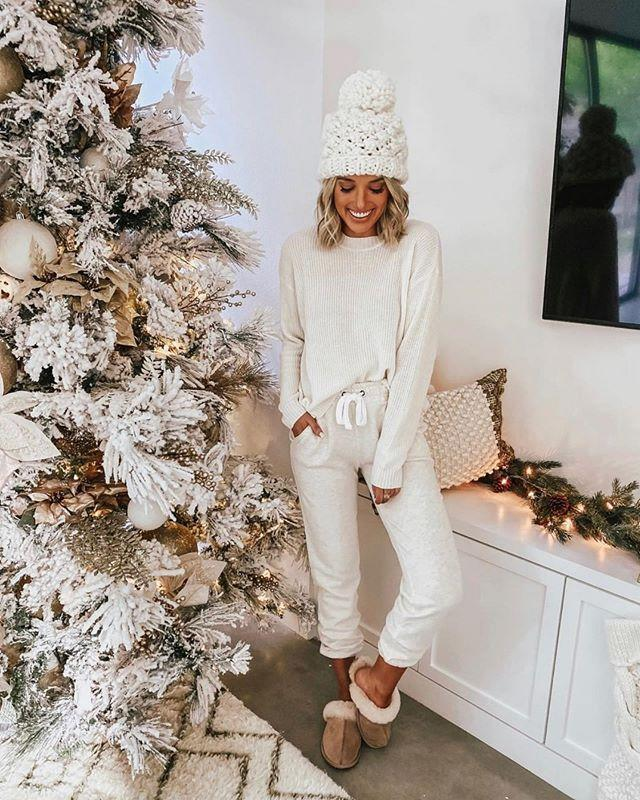"""<p>Take your snow sweats and add a cute beanie and fuzzy slippers for a low-key, but festive holiday aesthetic. </p><p><strong>What you'll need: </strong><em>Fluff Yeah Slide, $100, Ugg</em></p><p><a class=""""link rapid-noclick-resp"""" href=""""https://go.redirectingat.com?id=74968X1596630&url=https%3A%2F%2Fwww.ugg.com%2Fwomens-slippers%2Ffluff-yeah-slide%2F1095119.html%3Fdwvar_1095119_color%3DWHT%23start%3D6%26cgid%3Dwomens-slippers&sref=https%3A%2F%2Fwww.seventeen.com%2Ffashion%2Fstyle-advice%2Fg708%2Fcute-jogger-sweatpants%2F"""" rel=""""nofollow noopener"""" target=""""_blank"""" data-ylk=""""slk:SHOP NOW"""">SHOP NOW</a></p><p><a href=""""https://www.instagram.com/p/B5l8ZyvACu4/?utm_source=ig_embed&utm_campaign=loading"""" rel=""""nofollow noopener"""" target=""""_blank"""" data-ylk=""""slk:See the original post on Instagram"""" class=""""link rapid-noclick-resp"""">See the original post on Instagram</a></p>"""