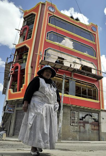 """Luxurious new mansions built in Bolivia's so-called """"Cholet"""" style -- a combination of the words cholo and chalet -- typically have six or seven floors with shopping centres, indoor astroturf pitches crowned by a luxury penthouse (AFP Photo/Aizar Raldes)"""