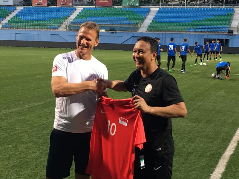 Former Tottenham striker Teddy Sheringham is presented with a Young Lions jersey from head coach Fandi Ahmad during their training session on 13 June 2019. (PHOTO: Chia Han Keong/Yahoo News Singapore)