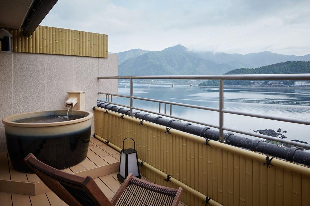 "<p>Situated in the Japanese town of Fujikawaguchiko near Mount Fuji, the <a rel=""nofollow"" href=""https://www.expedia.ca/Kofu-Hotels-Konansou.h9145049.Hotel-Information"">Konansou hotel</a> has an outdoor bath where you can look out on the highest mountain in Japan. Wowza.</p>"