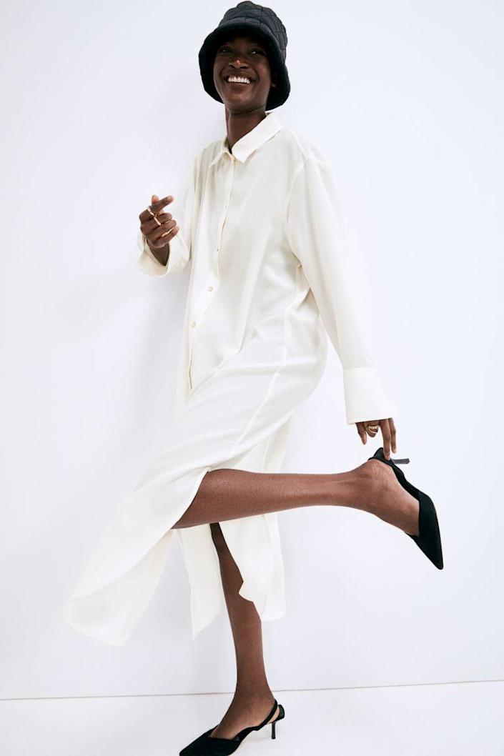 """<h2>H&M Jacquard-Weave Shirt Dress</h2><br><em><b>The </b></em><strong><em>Season-less Style</em></strong><br><br>You just can't go wrong with an easy-on, easy-off, <a href=""""https://www.refinery29.com/en-us/white-shirt-dress"""" rel=""""nofollow noopener"""" target=""""_blank"""" data-ylk=""""slk:white shirt dress"""" class=""""link rapid-noclick-resp"""">white shirt dress</a>. Layer it up in the winter and then go full easy-breezy in the summer... the sartorial possibilities are endless, regardless of the season.<br><br><strong>The Hype: </strong>4.3 out of 5 stars; 7 reviews on hm.com<br><br><strong>What They're Saying</strong>: """"Extremely comfortable and soft!"""" —Anonymous, H&M reviewer<br><br><em>Shop</em> <strong><em><a href=""""https://www2.hm.com/en_us/productpage.1018504004.html"""" rel=""""nofollow noopener"""" target=""""_blank"""" data-ylk=""""slk:H&M"""" class=""""link rapid-noclick-resp"""">H&M</a></em></strong><br><br><strong>H&M</strong> Jacquard-Weave Shirt Dress, $, available at <a href=""""https://go.skimresources.com/?id=30283X879131&url=https%3A%2F%2Fwww2.hm.com%2Fen_us%2Fproductpage.1018504004.html"""" rel=""""nofollow noopener"""" target=""""_blank"""" data-ylk=""""slk:H&M"""" class=""""link rapid-noclick-resp"""">H&M</a>"""
