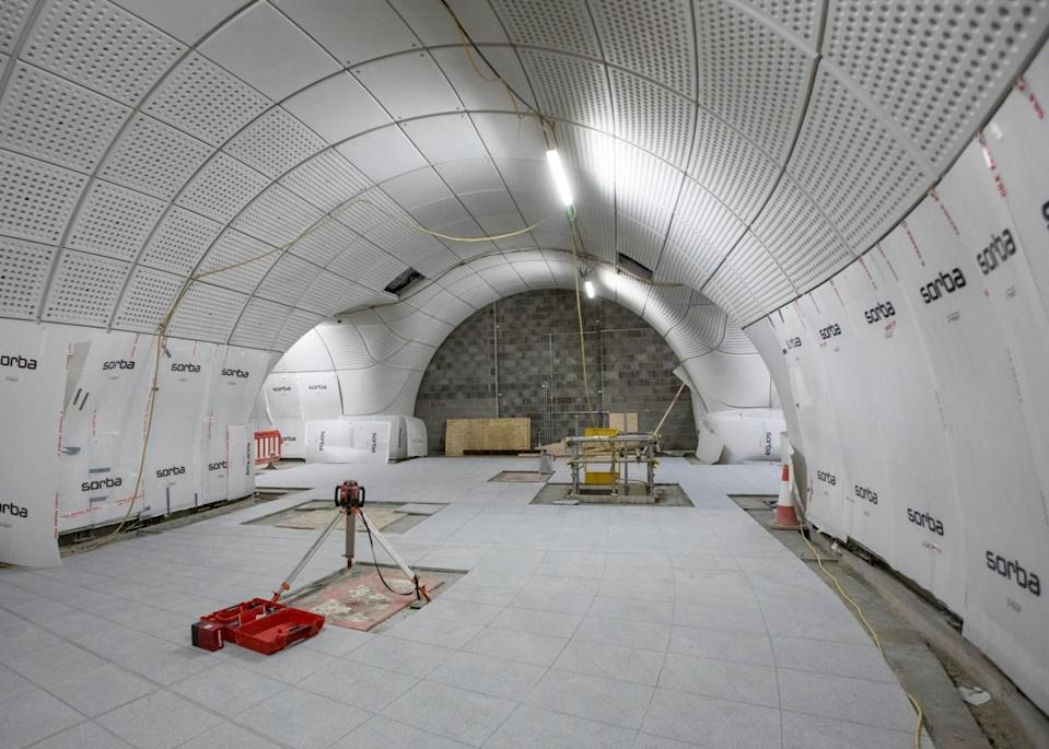 <p>Glass-fibre reinfoirced concrete panels line cross passage and terrazzo flooring are installed at Farringdon station. </p>