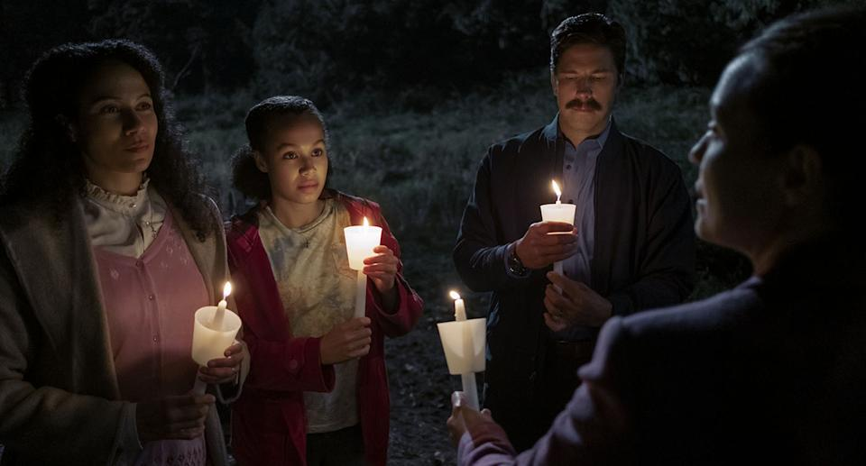MIDNIGHT MASS (L to R) CRYSTAL BALINT as DOLLY SCARBOROUGH, ANNARAH CYMONE as LEEZA SCARBOROUGH, MICHAEL TRUCCO as WADE SCARBOROUGH, and SAMANTHA SLOYAN as BEV KEANE in episode 106 of MIDNIGHT MASS Cr. EIKE SCHROTER/NETFLIX © 2021