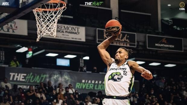 Javin Delaurier scored 17 points and added 14 rebounds in Niagara's Saturday win against Ottawa. Only Xavier Sneed had more points for the winning side, with 18. (@RiverLions/Twitter - image credit)