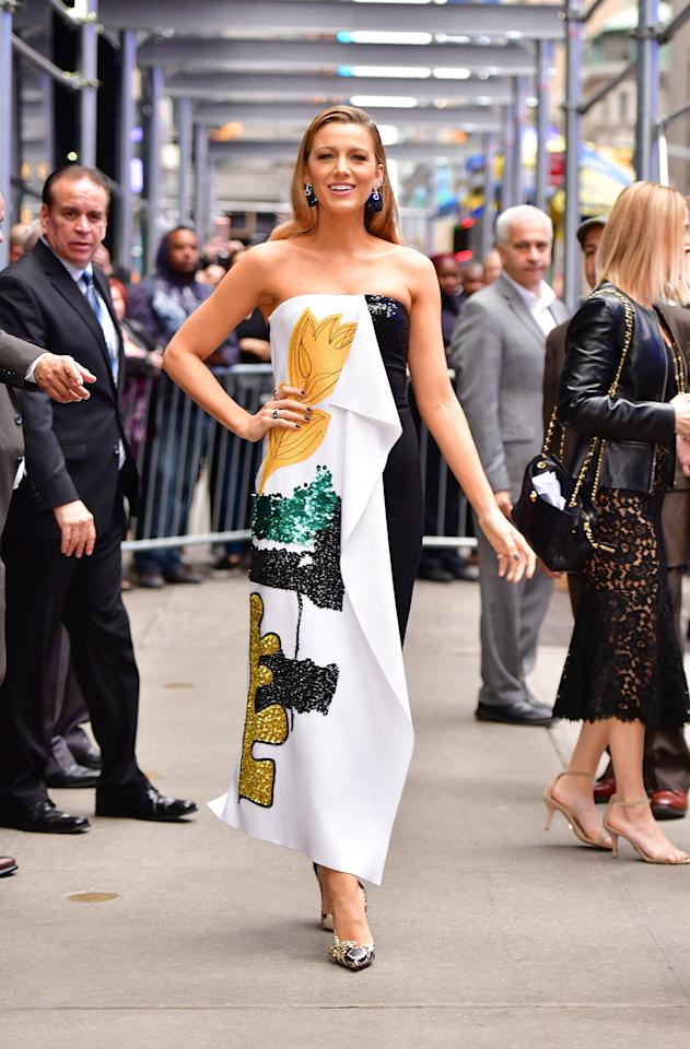 <p>For her first outfit change of the day, Lively stepped out in a strapless Oscar de la Renta gown. (Photo: Getty Images) </p>