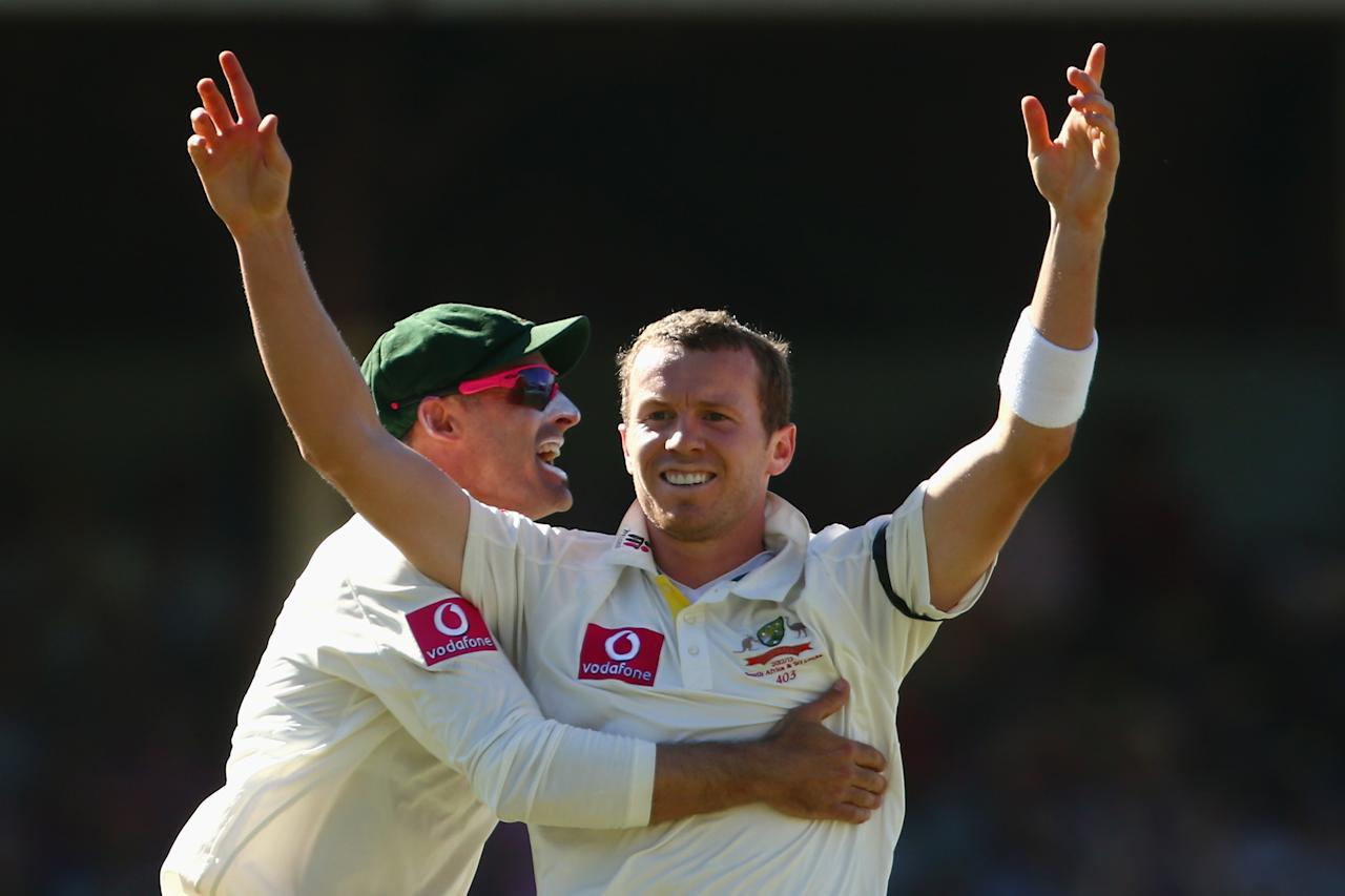 SYDNEY, AUSTRALIA - JANUARY 05:  Michael Hussey of Australia congratulates Peter Siddle of Australia as he celebrates taking the wicket of Mahela Jayawardene of Sri Lanka during day three of the Third Test match between Australia and Sri Lanka at Sydney Cricket Ground on January 5, 2013 in Sydney, Australia.  (Photo by Mark Kolbe/Getty Images)