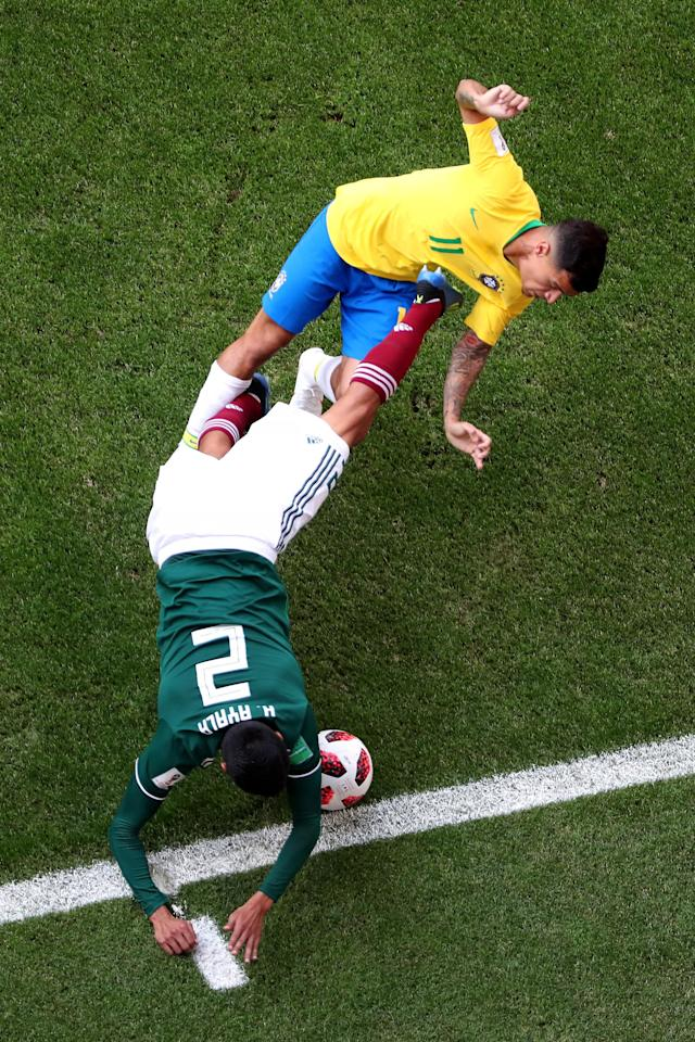 <p>Hugo Ayala of Mexico is challenged by Philippe Coutinho of Brazil during the 2018 FIFA World Cup Russia Round of 16 match between Brazil and Mexico at Samara Arena on July 2, 2018 in Samara, Russia. (Photo by Clive Rose/Getty Images) </p>