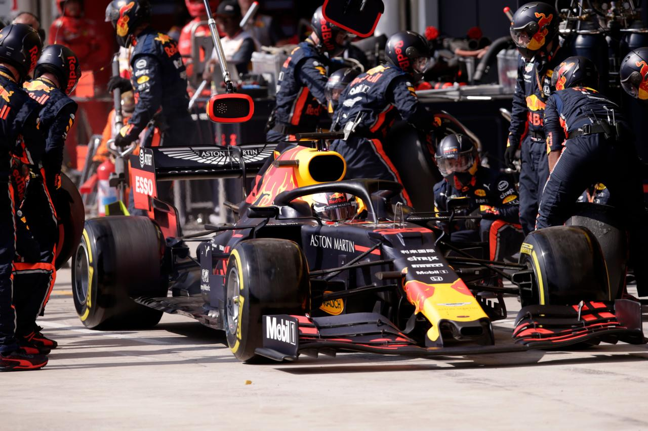Watch: Red Bull smash pit stop world record