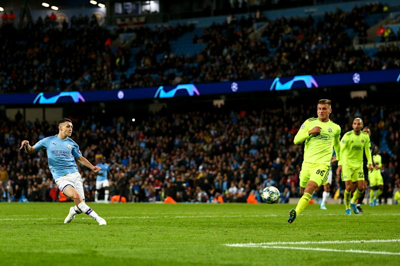 MANCHESTER, ENGLAND - OCTOBER 01: Phil Foden of Manchester City scores a goal to make it 2-0 during the UEFA Champions League group C match between Manchester City and Dinamo Zagreb at Etihad Stadium on October 1, 2019 in Manchester, United Kingdom. (Photo by Robbie Jay Barratt - AMA/Getty Images)