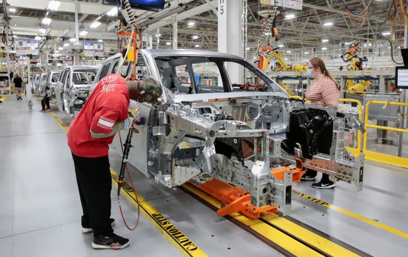 Stellantis assembly workers work on assembling the 2021 Jeep Grand Cherokee L