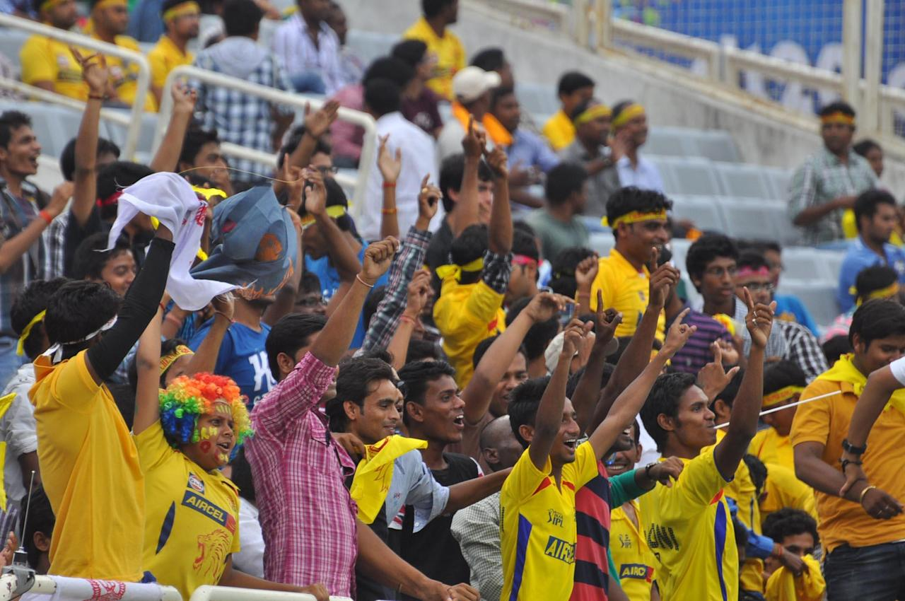 Cricket fans cheer up during match between Sunrisers Hyderabad and Titans at Karbonn Smart Champions League Twenty-20 Match at Jharkhand State Cricket Association (JSCA) International Cricket Stadium in Ranchi on 28 Sept. 2013. (Photo: IANS)
