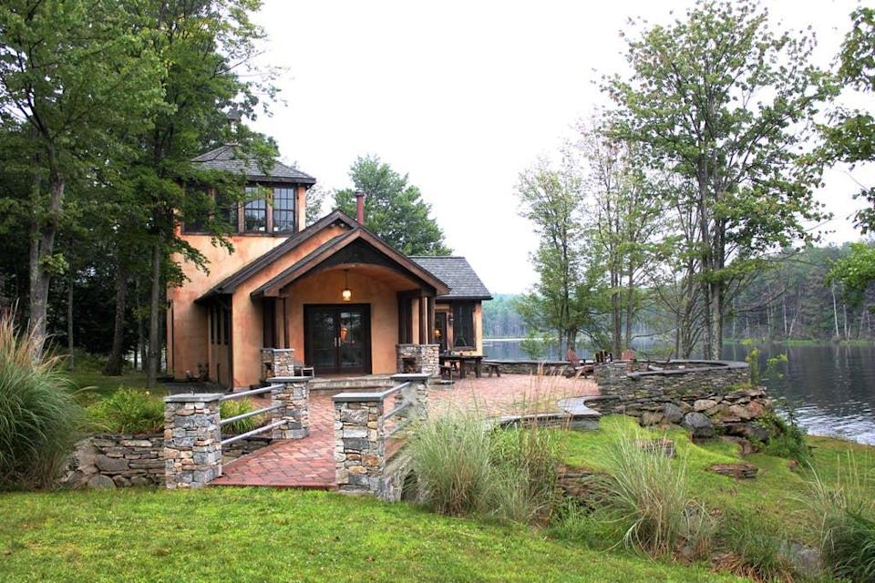 """<h2>Gossamer Lake Boat House</h2><br><strong>Location:</strong> Mountain Dale, New York<br><strong>Sleeps:</strong> 5<br><strong>Price Per Night:</strong> $600<br><em>Check availability <strong><a href=""""https://airbnb.pvxt.net/4x4j1"""" rel=""""nofollow noopener"""" target=""""_blank"""" data-ylk=""""slk:here"""" class=""""link rapid-noclick-resp"""">here</a></strong></em><br><br>""""90 minutes from NYC. Private lake. Rustic and elegant home sleeps five with all the comforts you need for a serene, peaceful getaway.""""<br><br>"""