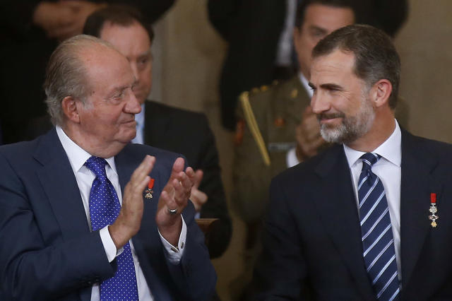 El rey emérito, Don Juan Carlos, y Felipe VI (Andrea Comas/Pool Photo via AP)
