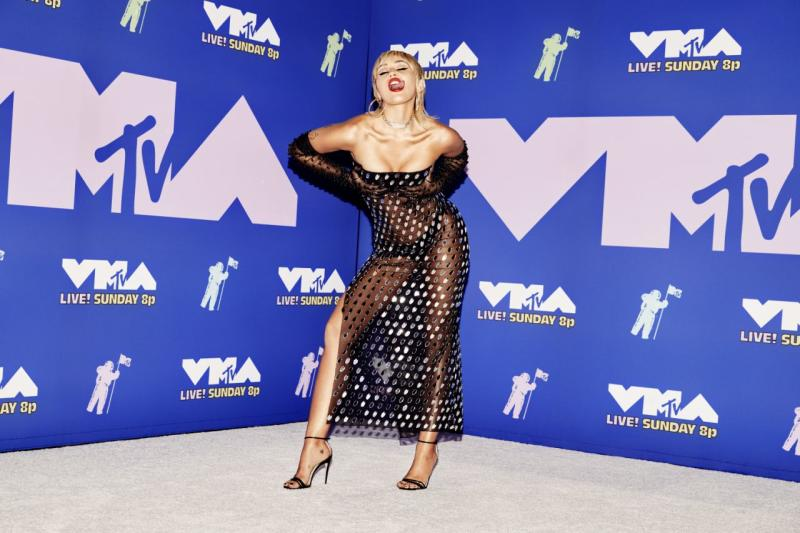 Auch bei den MTV Video Music Awards 2020 trug Miley ein heißes Mugler-Outfit. Foto: Getty Images.