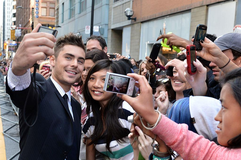 <p>Never too busy to snap a selfie with his adoring fans. <i>(Photo by George Pimentel/Getty Images)</i><br /></p>