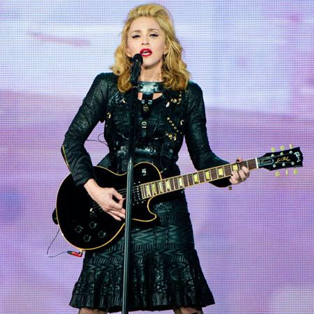 Madonna snubs Moore in favour of Kutcher