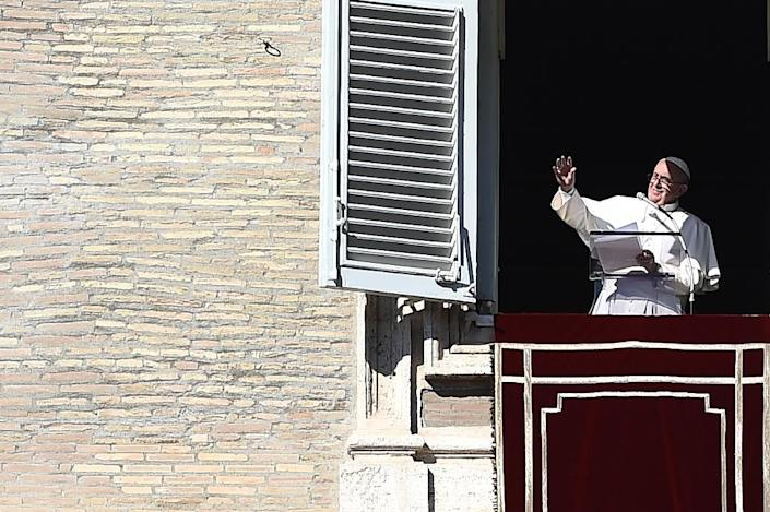 Pope Francis greets the crowd from the window of the apostolic palace overlooking St. Peter's Square at the Vatican during his Sunday Angelus prayer on November 8, 2015 (AFP Photo/Filippo Monteforte)