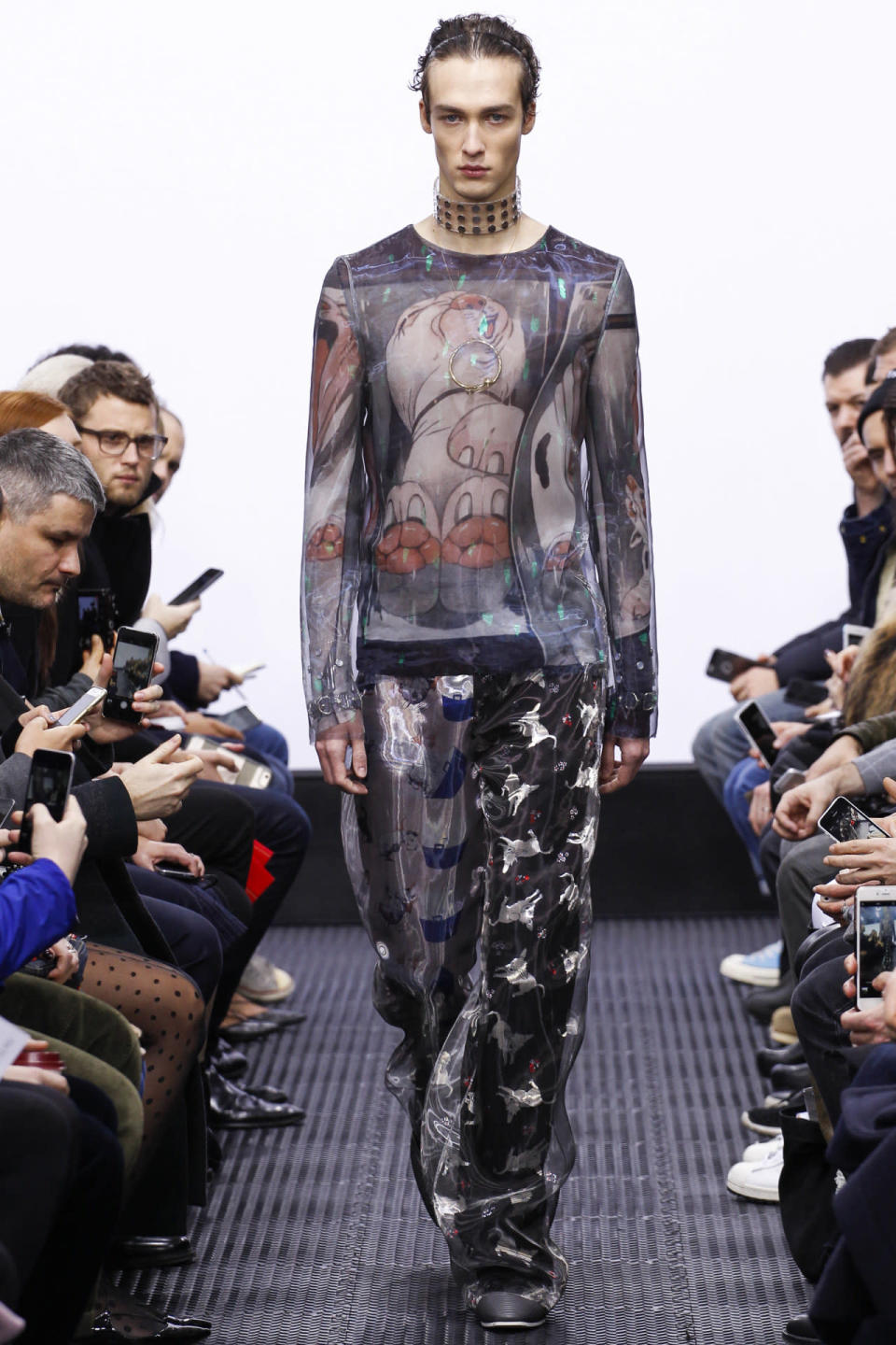<p>The print and fabrics from this collection was a visual feast for the eyes, which made sense to live stream the show on the gay dating app, Grindr.<i> Photo: Getty Images</i></p>
