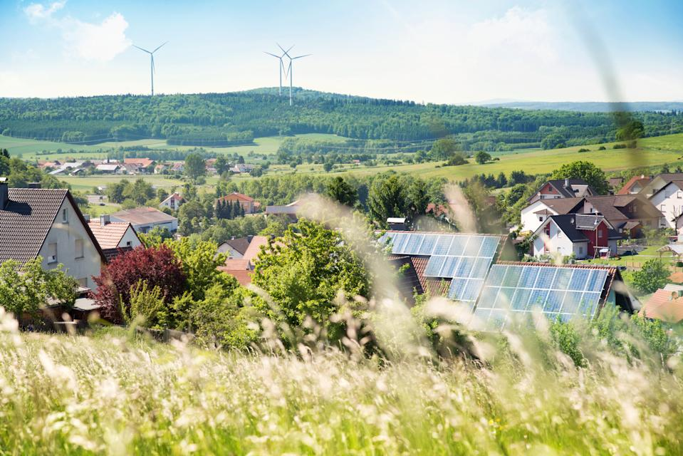 Deductions for environmental installations, such as solar panels, the improvement of thermal installations or the installation of a savings mechanism, are one of the main sources of savings.  Photo: Getty Creative.