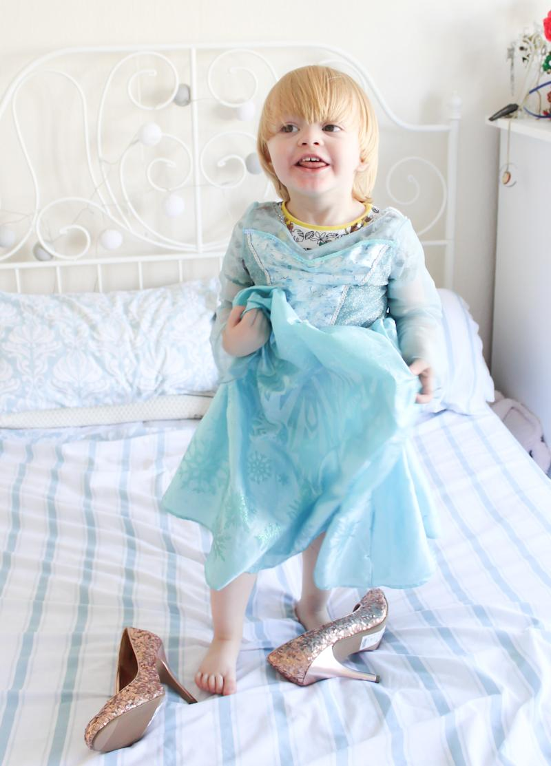 """""""If there's such a thing as a '<a href=""""http://www.huffingtonpost.com/topic/disney-frozen"""">Frozen</a>' super fan, Noah is it,"""" Hayley McLean-Glass said of her 3-year-old son."""
