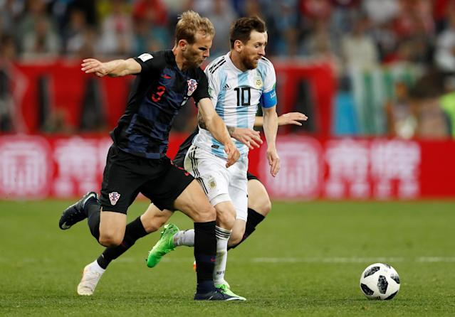 Soccer Football - World Cup - Group D - Argentina vs Croatia - Nizhny Novgorod Stadium, Nizhny Novgorod, Russia - June 21, 2018 Argentina's Lionel Messi in action with Croatia's Ivan Strinic REUTERS/Matthew Childs