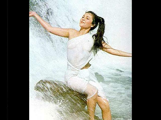 Mandakini became a nationwide sensation, thanks to her bold scenes in 'Ram Teri Ganga Maili Ho Gayi'.