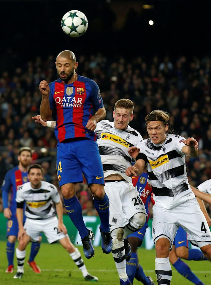 Football Soccer - FC Barcelona v Borussia Moenchengladbach - UEFA Champions League Group Stage - Group C - Camp Nou stadium, Barcelona, Spain - 6/12/2016 - Barcelona's Javier Mascherano and Borussia Moenchengladbach's Jannik Vertergaard and Andre Hahn. REUTERS/Albert Gea