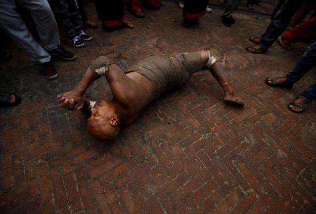 "<p>A devotee offers prayer by rolling on the ground during ""Dashain"", a Hindu religious festival in Bhaktapur, Nepal, Sept. 30, 2017. (Photo: Navesh Chitrakar/Reuters) </p>"
