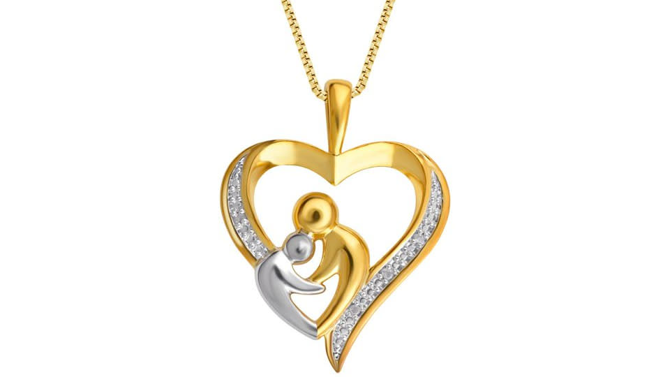 Surprise a mom with this beautiful necklace. (Photo: Walmart)