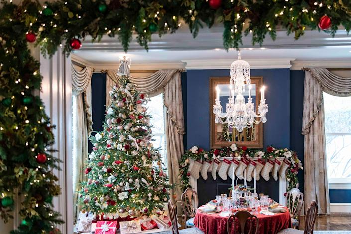 The dining room of the vice presidential residence is decorated in Victorian-themed decor.