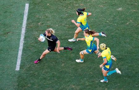 Rugby Sevens - Gold Coast 2018 Commonwealth Games - Women's Gold Medal Match - Australia v New Zealand - Robina Stadium - Gold Coast, Australia - April 15, 2018. Kelly Brazier (L) of New Zealand runs to score a try. REUTERS/David Gray