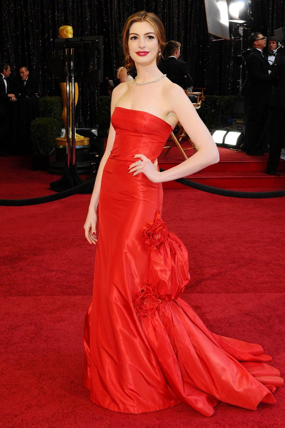 <p>Lady in red! Anne Hathaway looked stunning in a strapless red Valentino gown. The actress was gearing up to host the show alongside James Franco. </p>
