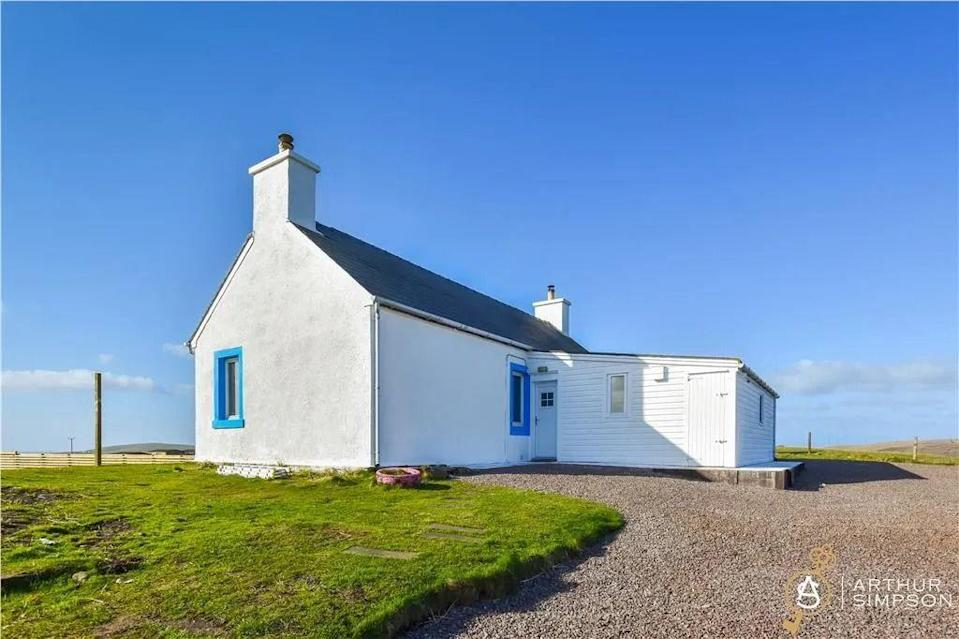 """<p>Over in Dunrossness, Shetland, this lovely white cottage has fantastic panoramic views over the South mainland towards Spiggie Loch. A blank canvas, it's the ideal property for someone with a vision to give it a little TLC. </p><p>We're certain new owners will fall in love with the expansive gardens, which includes a lovely veg patch. </p><p><a href=""""https://www.zoopla.co.uk/for-sale/details/58235878/"""" rel=""""nofollow noopener"""" target=""""_blank"""" data-ylk=""""slk:This property is currently on the market for £138,000 with Arthur & Simpson via Zoopla."""" class=""""link rapid-noclick-resp"""">This property is currently on the market for £138,000 with Arthur & Simpson via Zoopla.</a><br></p>"""
